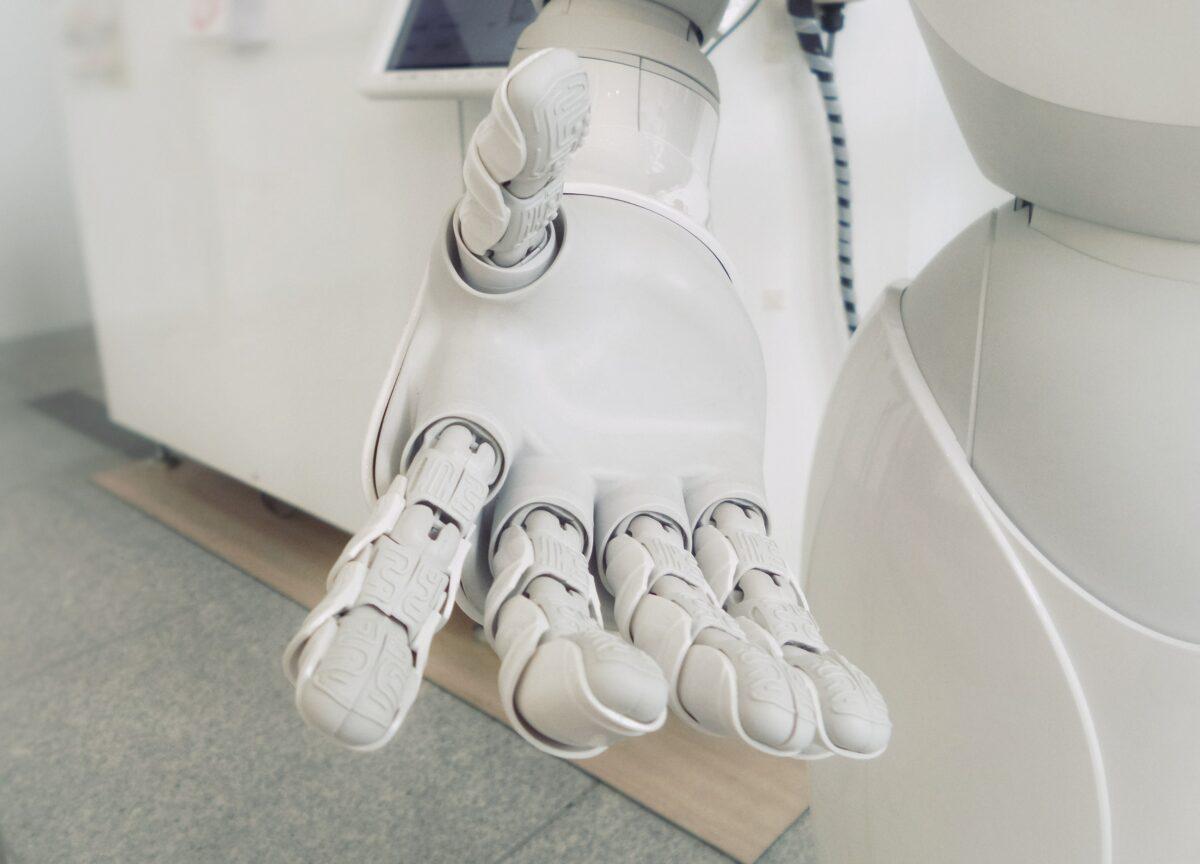 Robotics and logistics technology: is China winning?